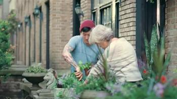 Miracle-Gro TV Spot, 'Garden of Life' - Thumbnail 6