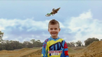 Discount Tire TV Spot, 'TwoTwo Motorsports: 2015 Supercross Season' - Thumbnail 3