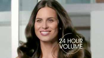 Suave Luxe Style Infusion Blow Dry Spray TV Spot, 'Salon Volume' - Thumbnail 7