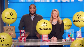 Walmart Holiday Clearance Event TV Spot, 'Balloons' Feat. Melissa Joan Hart - Thumbnail 1