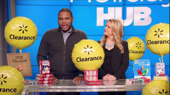 Walmart Holiday Clearance Event TV Spot, 'Balloons' Feat. Melissa Joan Hart - Thumbnail 2