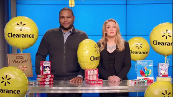 Walmart Holiday Clearance Event TV Spot, 'Balloons' Feat. Melissa Joan Hart - Thumbnail 5