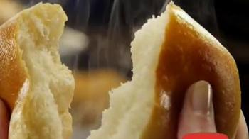 Golden Corral Take-Home Yeast Rolls TV Spot, 'Me Gusta Gratis' [Spanish] - Thumbnail 2