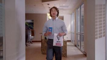 KFC $5 Fill Up TV Spot, 'Almuerzo' [Spanish] - Thumbnail 1