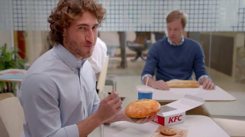 KFC $5 Fill Up TV Spot, 'Almuerzo' [Spanish] - Thumbnail 8