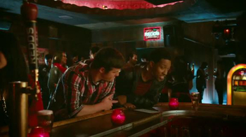 Redd's Apple Ale TV Spot, 'Jukebox' - Thumbnail 5