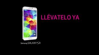 T-Mobile TV Spot, 'Samsung Galaxy 5S' Letra por The Pinker Tones [Spanish] - Thumbnail 8