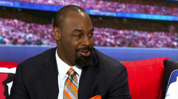 KFC TV Spot, 'Couchgating' Featuring Donovan McNabb, Mike Pereira - Thumbnail 8
