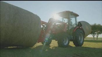Mahindra Red Ribbon Holiday Sale TV Spot, 'Top Selling Tractor' - Thumbnail 3