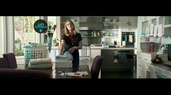 Downy Unstopables Scent Booster TV Spot, 'How Champagne Tastes' - Thumbnail 5