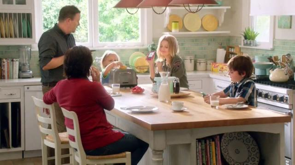 EGGO Waffles TV Commercial, 'Sharing a Photo'