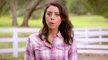 Newcastle Brown Ale TV Spot, 'Call for Brands' Featuring Aubrey Plaza - Thumbnail 3