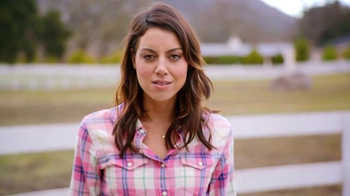 Newcastle Brown Ale TV Spot, 'Call for Brands' Featuring Aubrey Plaza - Thumbnail 8
