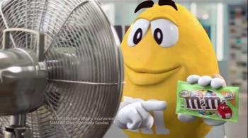 Crispy M&M's TV Spot, 'Fans' - Thumbnail 2