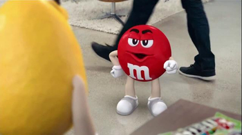 Crispy M&M's TV Spot, 'Fans' - Thumbnail 6