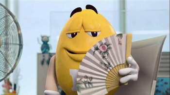 Crispy M&M's TV Spot, 'Fans' - Thumbnail 7