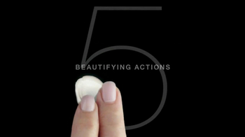 L'Oreal BB Cream TV Spot, '5 Beautifying Actions' Featuring Diane Keaton - Thumbnail 5
