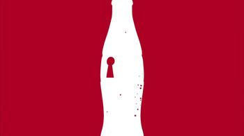 Coca-Cola TV Spot, 'American Idol Finale' Featuring Ryan Seacrest - Thumbnail 6