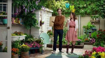 Miracle-Gro Moisture Control TV Spot, 'Couple' - Thumbnail 10