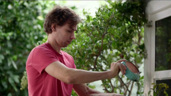 Miracle-Gro Moisture Control TV Spot, 'Couple' - Thumbnail 4