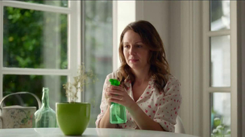Miracle-Gro Moisture Control TV Spot, 'Couple' - Thumbnail 5