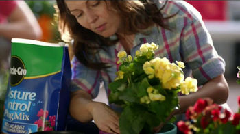 Miracle-Gro Moisture Control TV Spot, 'Couple' - Thumbnail 6