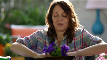 Miracle-Gro Moisture Control TV Spot, 'Couple' - Thumbnail 8