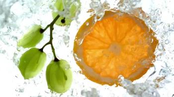 Garnier Fructis Volume Extend TV Spot, 'Fast' - Thumbnail 6
