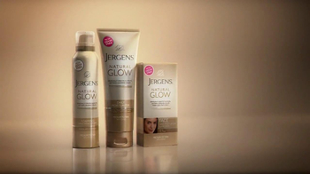 Jergens Natural Glow Moisturizer TV Spot, 'Pale to Perfect' - Thumbnail 8