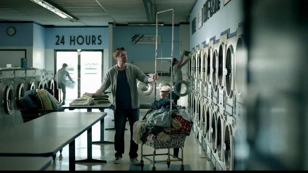 Butterfinger TV Commercial, 'Laundromat Ninja'