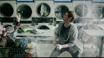 Butterfinger TV Spot, 'Laundromat Ninja' - Thumbnail 7