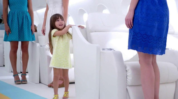 Old Navy Eyelet Dresses TV Spot, 'Airplane' Featuring Rachael Leigh Cook - Thumbnail 5