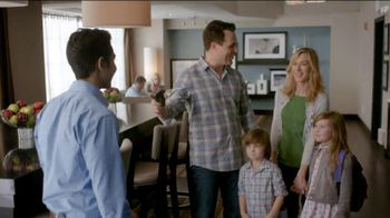 Hampton Inn & Suites TV Spot, 'Hamptonality' - Thumbnail 6