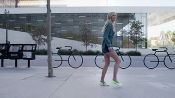 Skechers Go Walk TV Spot, 'From Sun Up to Sun Down' Song by Rizzle Kicks - Thumbnail 5