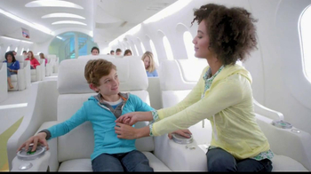 Old Navy TV Spot, 'Airplane' Featuring Julie Hagerty, Jennifer Love Hewitt - Thumbnail 6