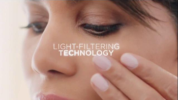 Revlon PhotoReady Airbrush Effect Makeup TV Spot, 'Close' Feat. Halle Berry - Thumbnail 4