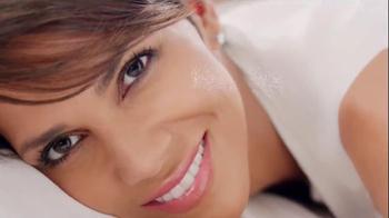 Revlon PhotoReady Airbrush Effect Makeup TV Spot, 'Close' Feat. Halle Berry - Thumbnail 6