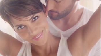 Revlon PhotoReady Airbrush Effect Makeup TV Spot, 'Close' Feat. Halle Berry - Thumbnail 8