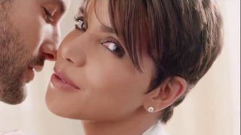 Revlon PhotoReady Airbrush Effect Makeup TV Spot, 'Close' Feat. Halle Berry - Thumbnail 9