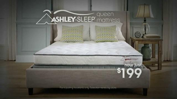 Ashley Furniture President's Day Mattress Savings Event TV Spot, 'Hurry In' - Thumbnail 7