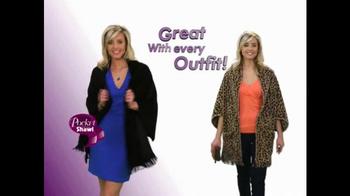 Pocket Shawl TV Spot, 'Warm and Cozy' - Thumbnail 7