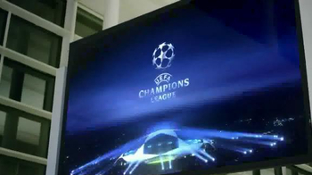 Heineken TV Spot, 'UEFA Champions League: Flight Delay' - Thumbnail 5