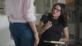 Old Navy TV Spot, 'Boyfriend at Couples Therapy' Feat. Julia Louis-Dreyfus - Thumbnail 4