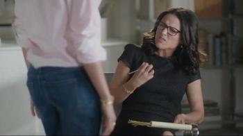 Old Navy TV Spot, 'Boyfriend at Couples Therapy' Feat. Julia Louis-Dreyfus - Thumbnail 4
