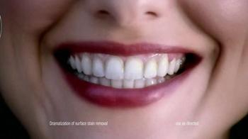 Crest 3D White Luxe TV Spot Featuring Shakira - Thumbnail 4