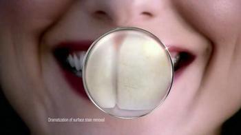 Crest 3D White Luxe TV Spot Featuring Shakira - Thumbnail 5