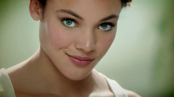 Simple TV Spot, 'City Skin Range' - Thumbnail 9