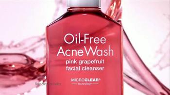 Neutrogena Oil-Free Acne Wash TV Spot Con Bella Thorne [Spanish] - Thumbnail 6