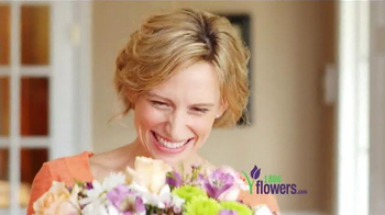 1-800-FLOWERS.COM TV Spot, 'Send Mom a Smile' - Thumbnail 7