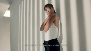 L'Oreal Paris Quick Dry Sunscreen Spray TV Spot Featuring Eva Longoria - Thumbnail 6